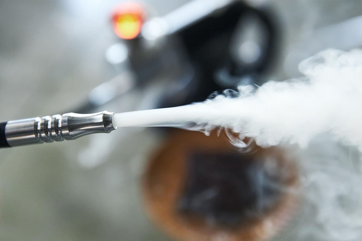 電源ボタンを押す回数で、煙の量も3段階に調節が可能。誰でも手軽にできて、感動的に変化する「燻製器」IBSIST(イブシスト)