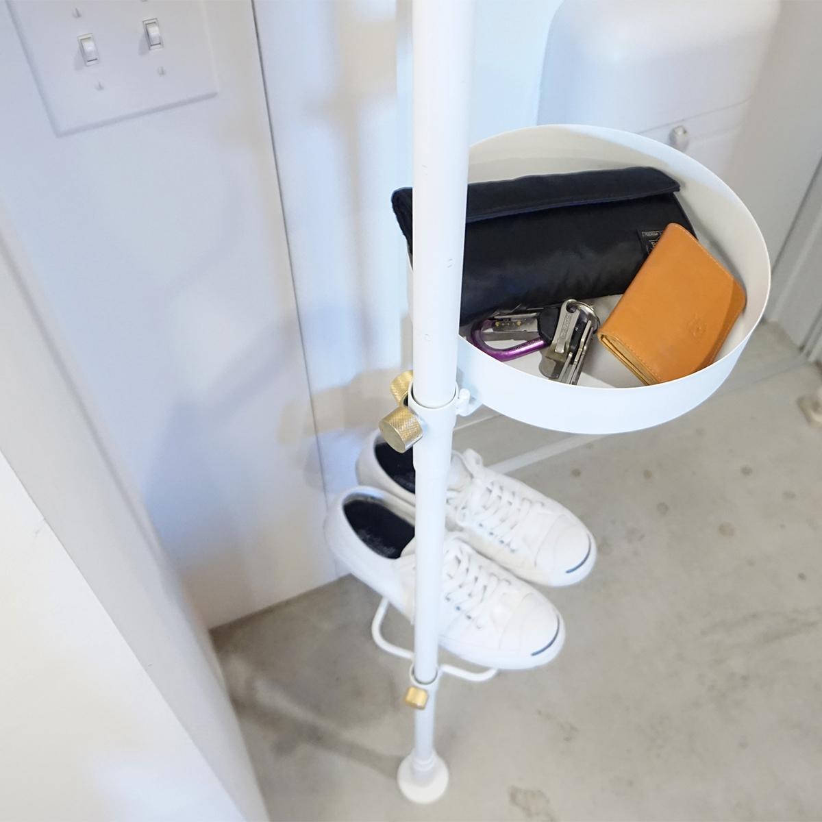 トレイ|1本の線(ライン)に、鍵もバッグも指定席ができる「つっぱり棒」|DRAW A LINE