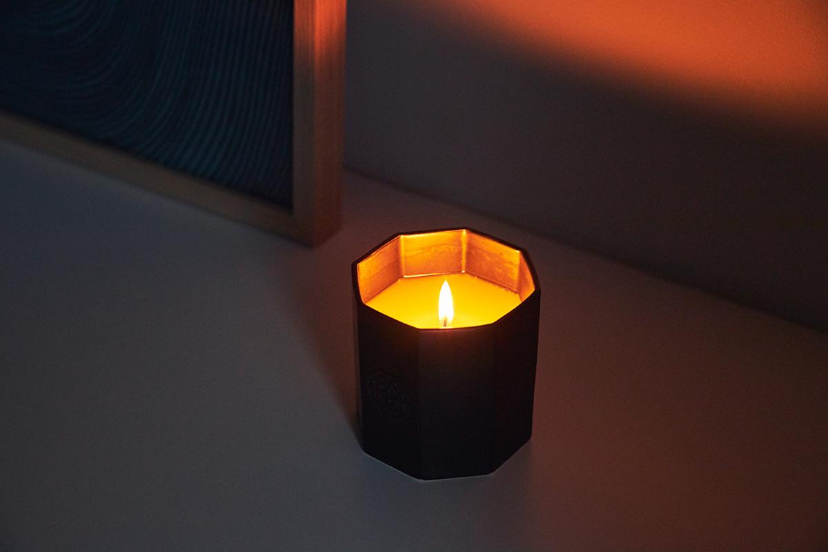 自然と心地いい脱力感に包まれて急にウトウト。穏やかな炎と心地いいヒノキの香りで、ゆったり癒しの時間を-センティッドキャンドル-KITOWA(キトワ)