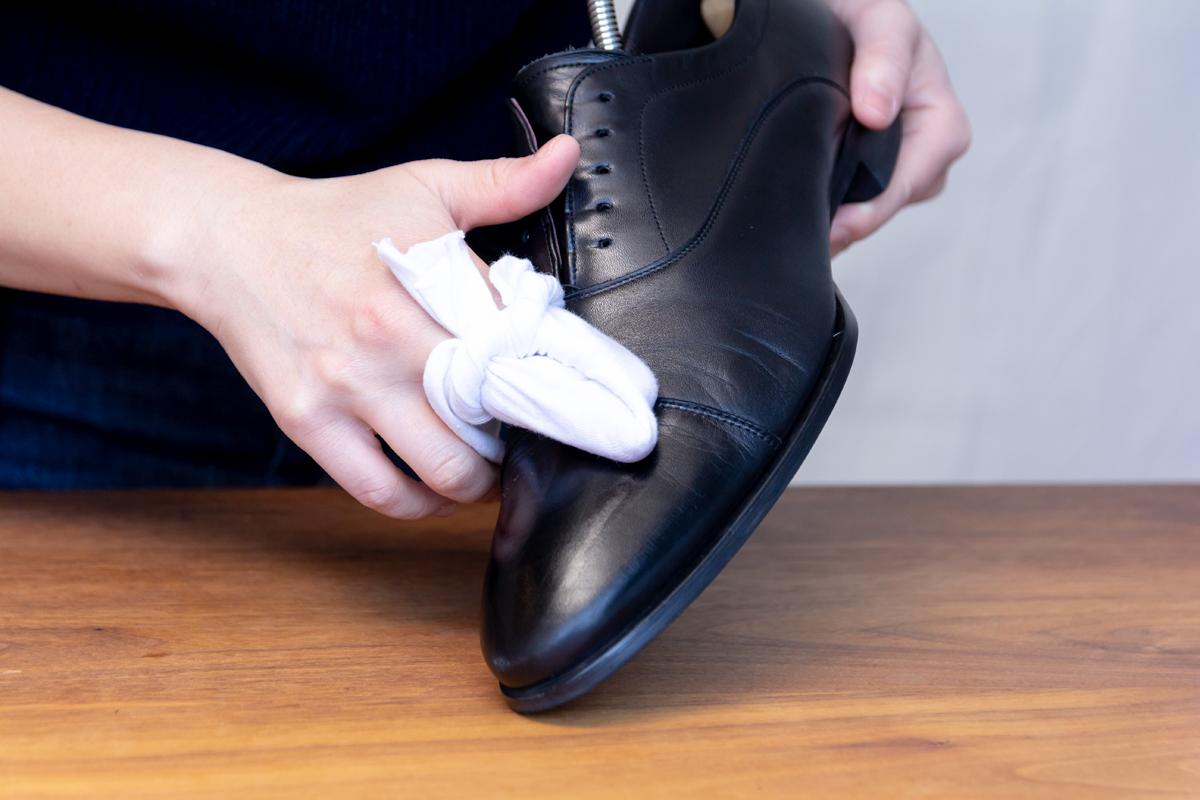 無理しない靴のスキンケア方法(お手入れ方法)3。プレミアム靴クリーム| 三陽山長