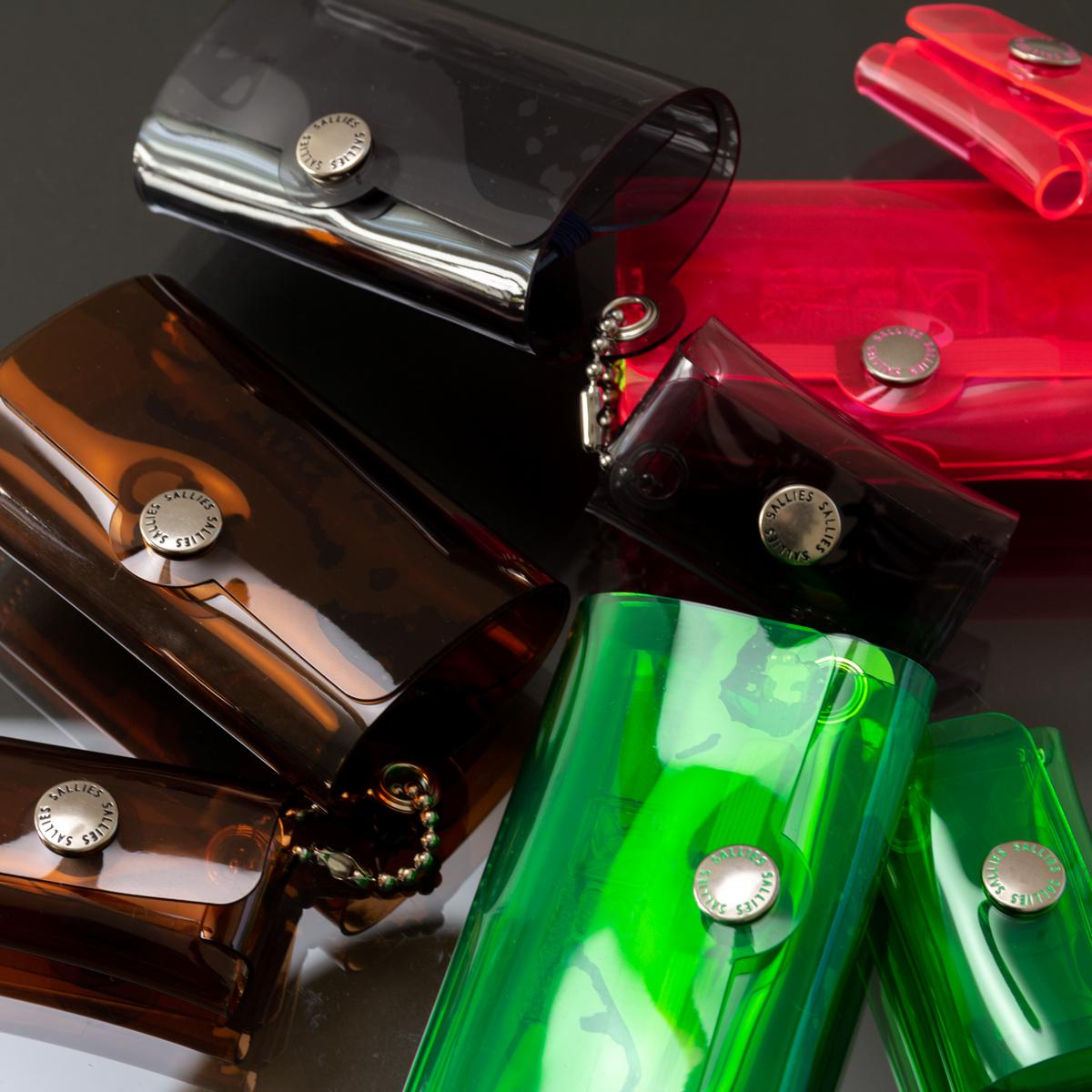 日本の職人による丁寧なものづくりと品質の高さにこだわる、メイド・イン・ジャパンのPVC素材の「ミニ財布」|SALLIES