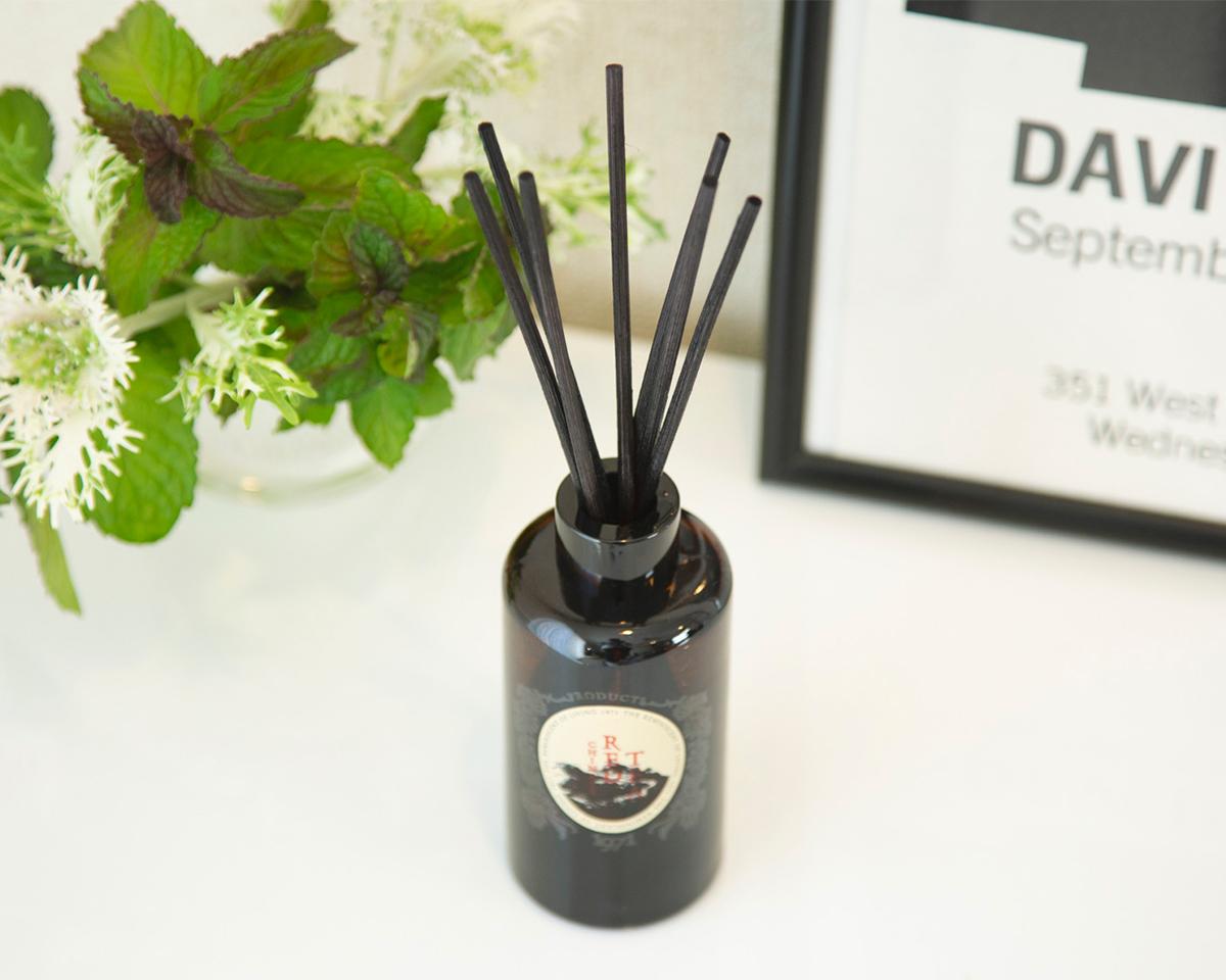 心地よい上質な香りなら、「上機嫌な自分」へ還る道標となるはず。ディフューザー|タイ王室御用達のアロマブランド『KARMAKAMET(カルマカメット)』