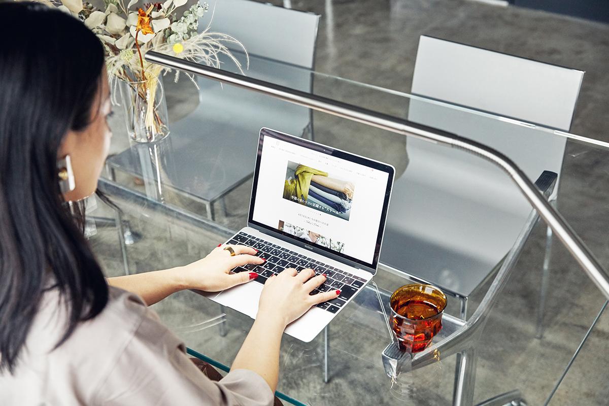 在宅ワークに、お子さんの勉強に、趣味のクラフトワーク・裁縫・DIYに。「Slimline 3」は、家族それぞれの過ごし方に寄り添ってくれます。集中しやすい光で仕事、勉強、作業の効率を上げるフロアライト|Daylight - Slimline3