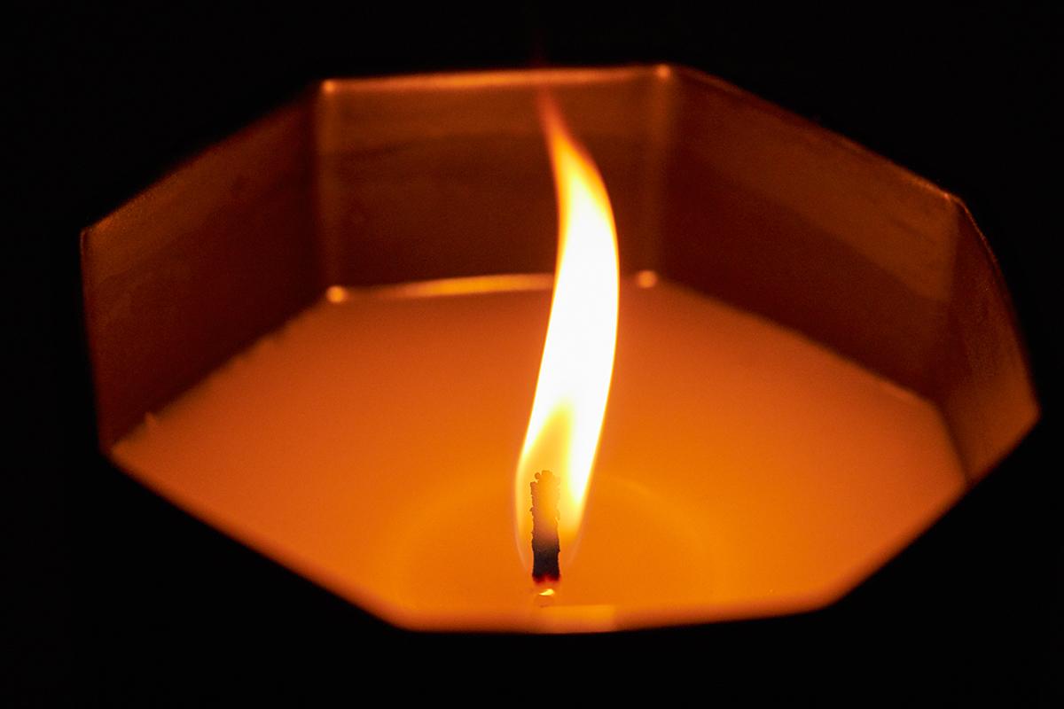 エレガントな余韻を残すブレンド。穏やかな炎と心地いいヒノキの香りで、ゆったり癒しの時間を-センティッドキャンドル-KITOWA(キトワ)