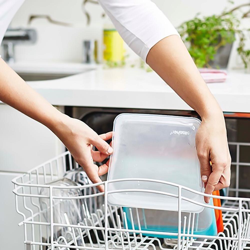 器への移し替えやラップ要らずで、洗い物やゴミも最小限。食洗機洗浄もOK!角が丸くて汚れが溜まりにくいから手洗いもラクだし、水切れもよいのでストレスなく日常使いできます。マルチバッグ|stasher(スタッシャー)