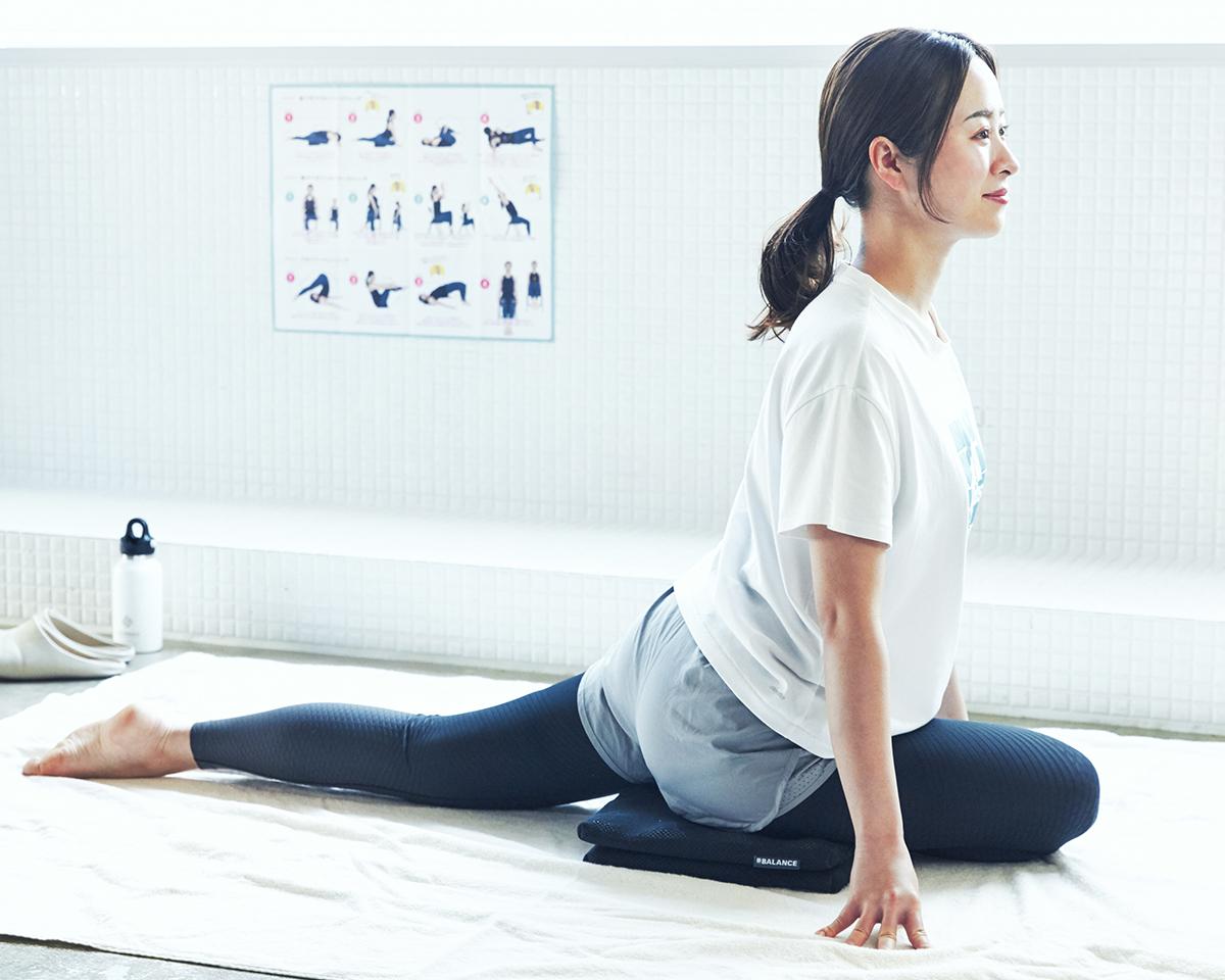 寝転んでグリグリ、肩や腰もほぐれる。長時間のデスクワークも気持ちいい!ポリエチレン樹脂を編んだ「弾力凹凸マット」|リカバリーマット
