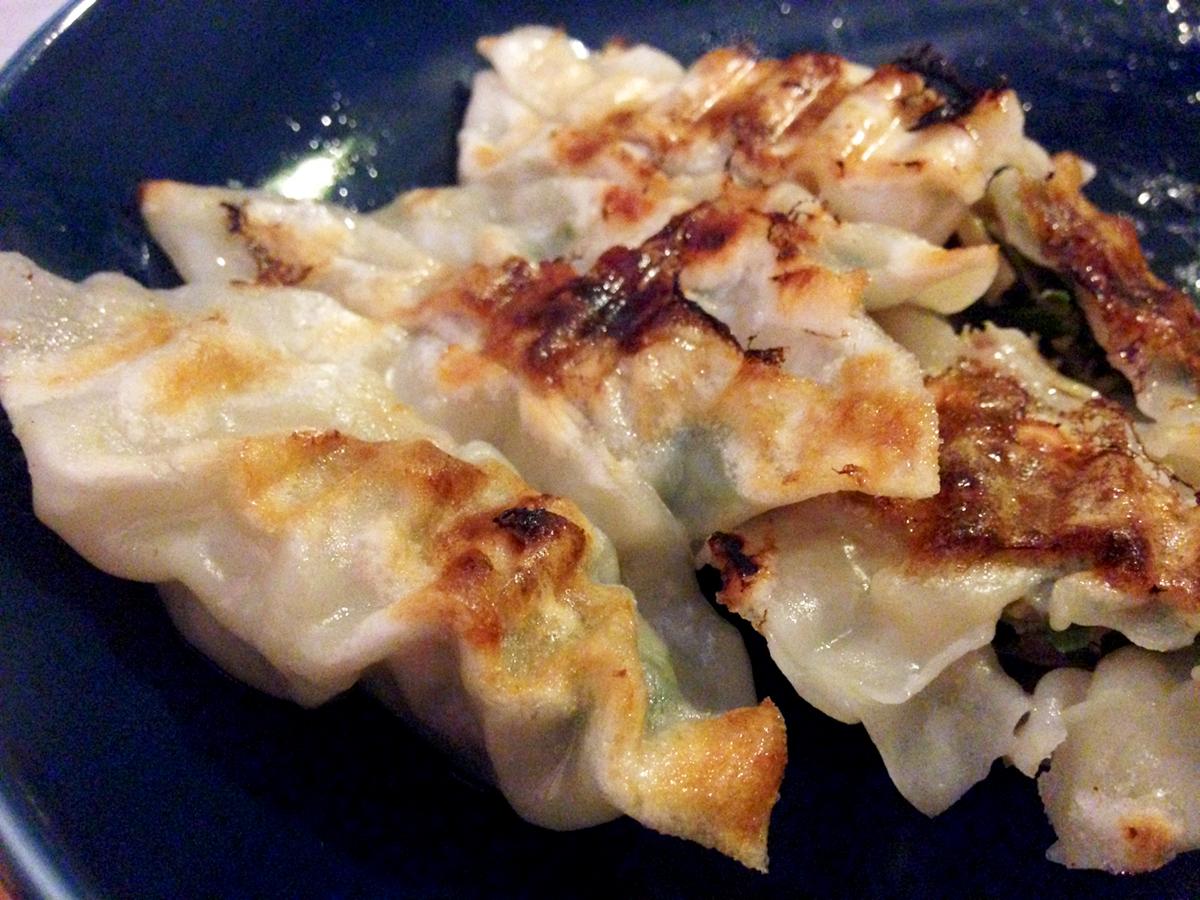 餃子も美味しく蒸し焼きができるフライパン感覚の蒸し焼きプレート|STEAM+GRILL