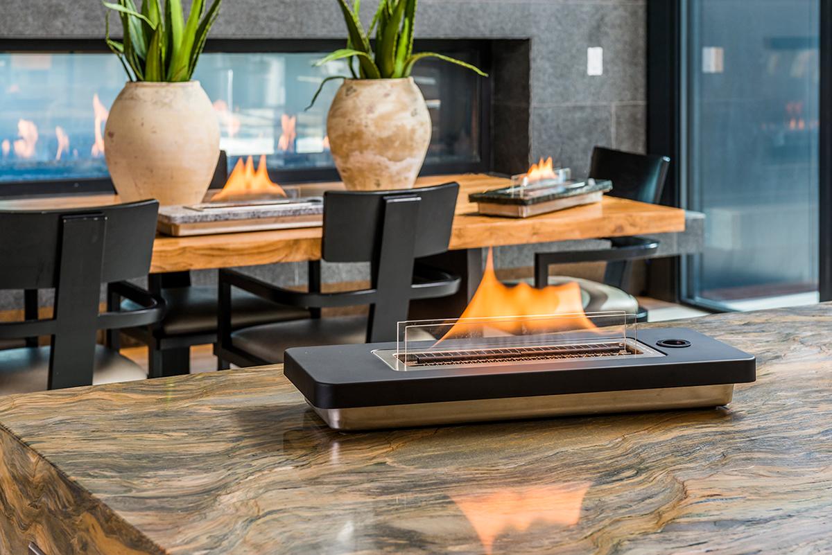 家のリビングで焚き火を囲みながら、家族と友人と、寛ぎの時間を過ごせる、テーブルに置ける「焚き火」|LOVINFLAME
