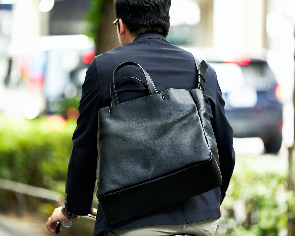 自転車通勤にもおすすめ|防水レザー、超軽量、直感ポケット付きの日本製レザーバッグ|PCバッグ・トートバッグ・リュック・バックパック|FARO(ファーロ)
