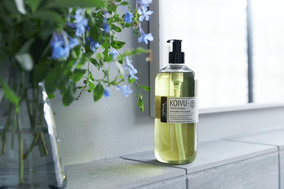 切り花の切り口のような、清々しい香りは、熱烈なサウナーから「衝撃的な素晴らしさ」と評されています。|バスルームがフィンランドの森になる、「白樺の若葉」と「森の土」の香りのボディーソープ|OSMIA(オスミア)