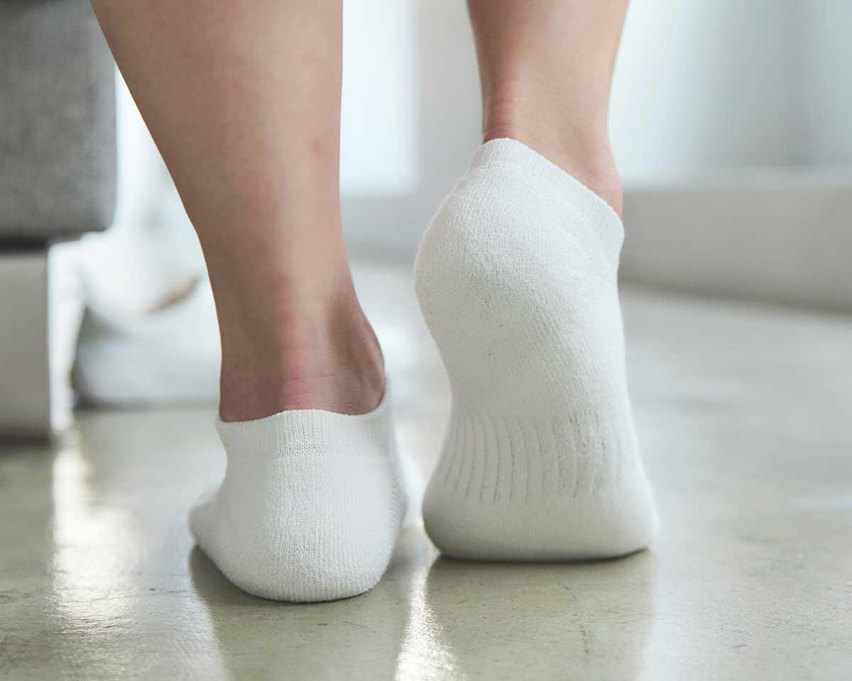 長時間歩いても、走っても、足をずっと気持ちよく包んでくれる|消臭効果、サラサラ効果が続く、美濃和紙を使った和紙靴下・和紙ソックス