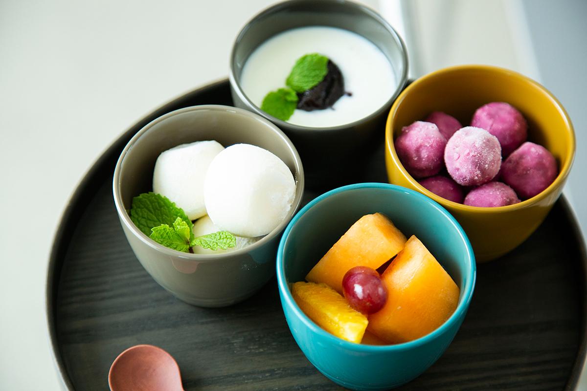 漆のあたたかな色彩によって、どんな食材にも美味しい彩りが加わる「色漆のそば猪口」| 漆琳堂×MONOCO