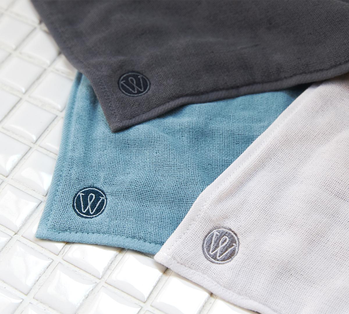 ブルー、グレー、ライトグレーの3色から選べるので、色別に、「まな板専用」や「テーブル専用」のように、使い道を決めても便利。キッチンワイプ(台所ふきん)|酸化チタンと銀の作用で、生乾き臭・汗臭の菌を除去する「タオル」|WARP