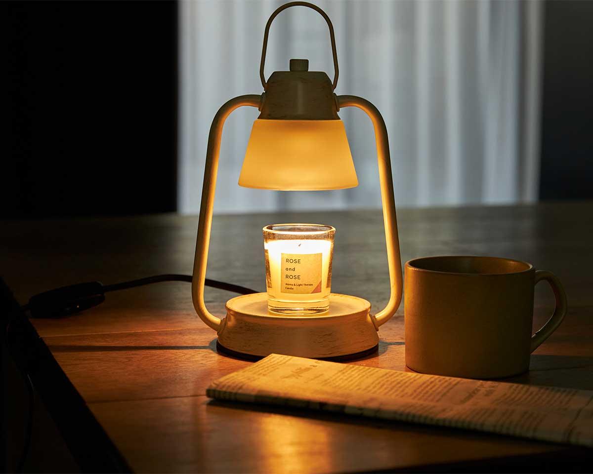部屋ごといい香りに包まれます。火を使わずにアロマキャンドルを灯せて、明かりと香りも楽しめる卓上ライト「キャンドルウォーマーランプ」 kameyama candle house