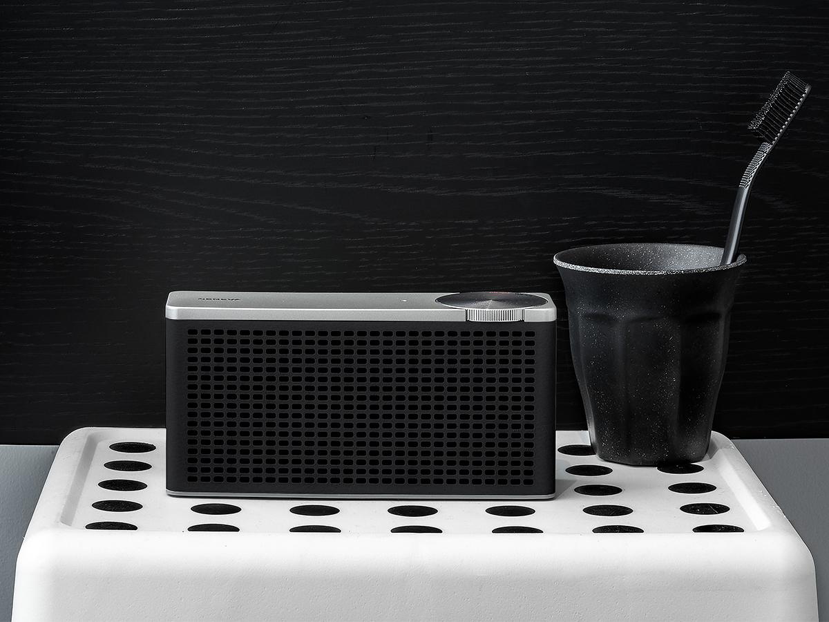 寡黙なデザインとシンプルな操作性の「Hi-Fiサウンド」のポータブルオーディオ《Touring XS》|GENEVA