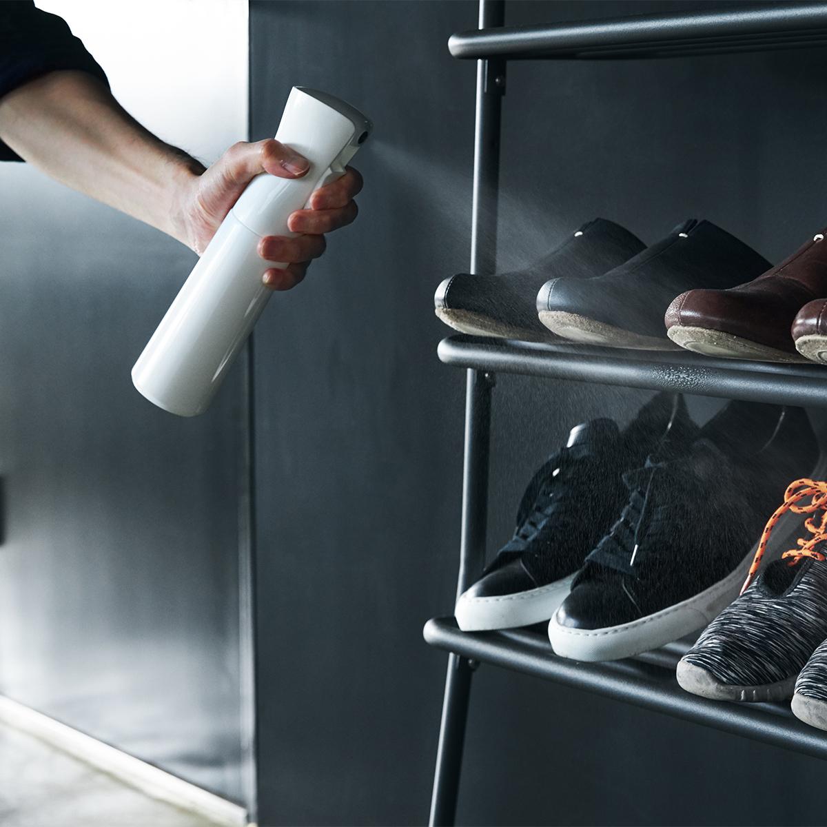 シュークローゼットの中や靴そのものにスプレーできる。プロ級の抗菌コート!強い酸化力で、菌・カビ・匂いを分解する「マイクロミストスプレー」|CELSION(セルシオン)