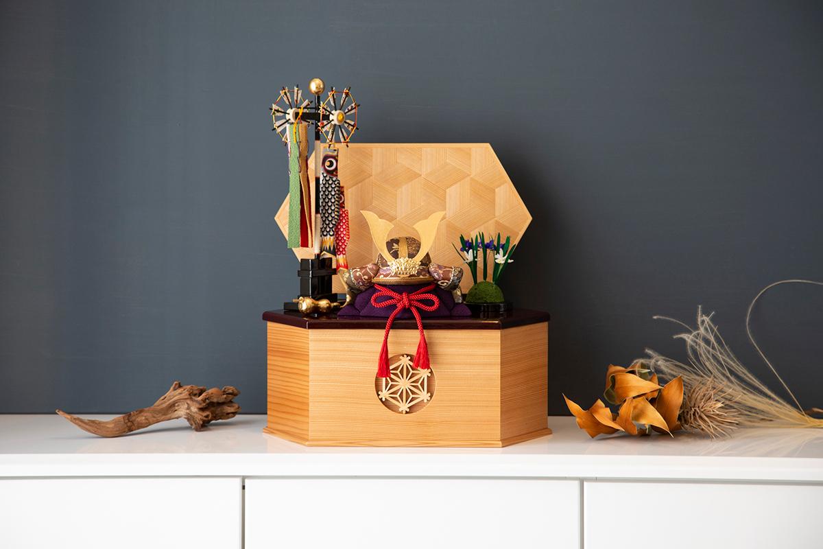 コンパクトなうえ、末永く愛され次世代へと引き継がれていただけるように、細部にわたってモダンにデザインされています。 6つの日本伝統工芸をコンパクトにした、木目込の「プレミアム兜飾り」| 宝輝 | 柿沼人形