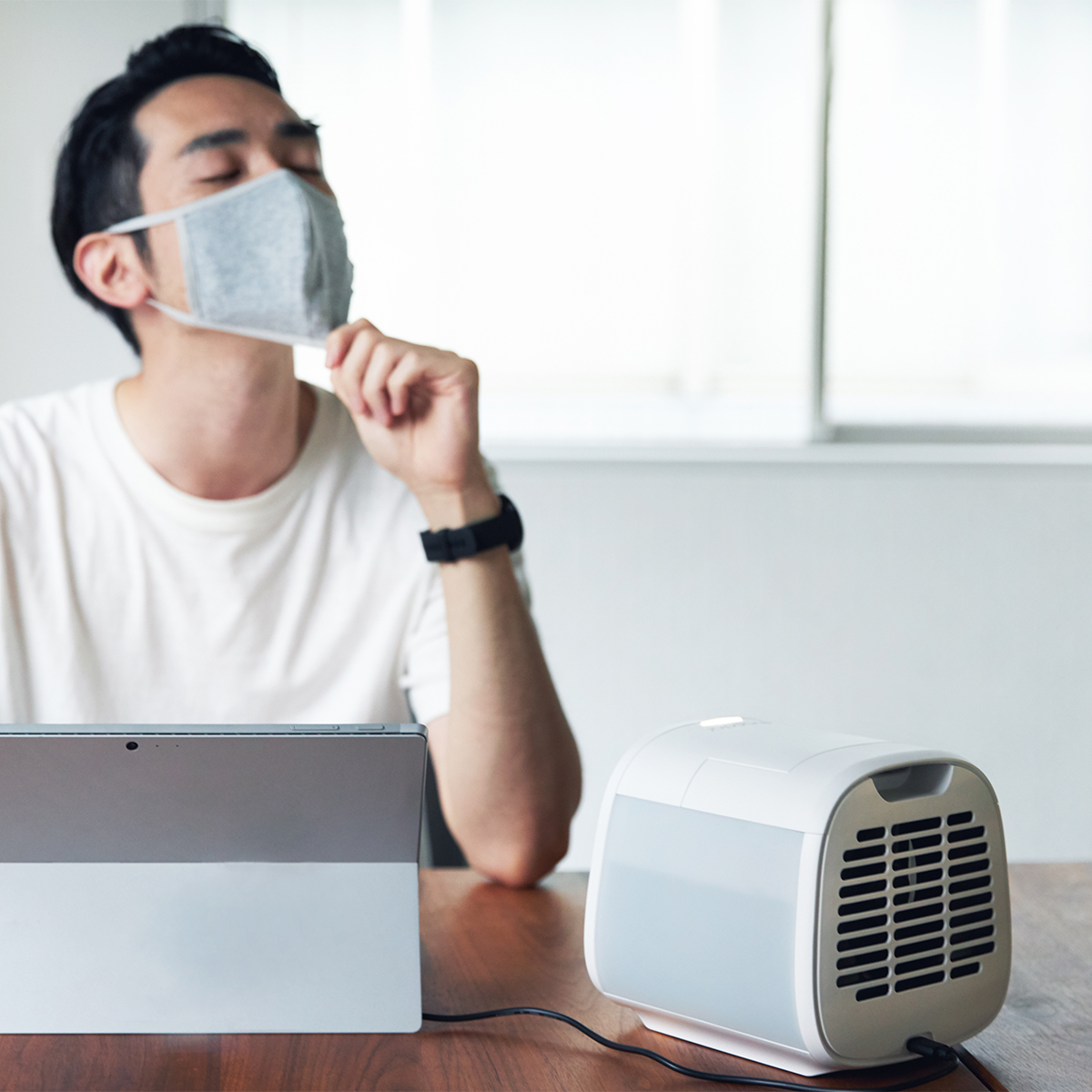 涼しさを独り占めできる、まさに「顔面クーラー」。省エネで環境に優しい「パーソナルクーラー」|Evapolar evaCHILL(エヴァ チル)