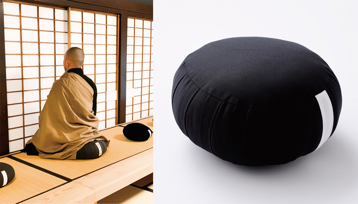 蒸し熱いサウナ室や冷たい刺激の水風呂環境に身を置くことで、無意識に身体的感覚の世界に入る。骨盤をサポートして姿勢を安定、腰も呼吸もラクに!坐禅蒲団から生まれた、SAUNAクッション|ZAF SAUNA(ザフサウナ)