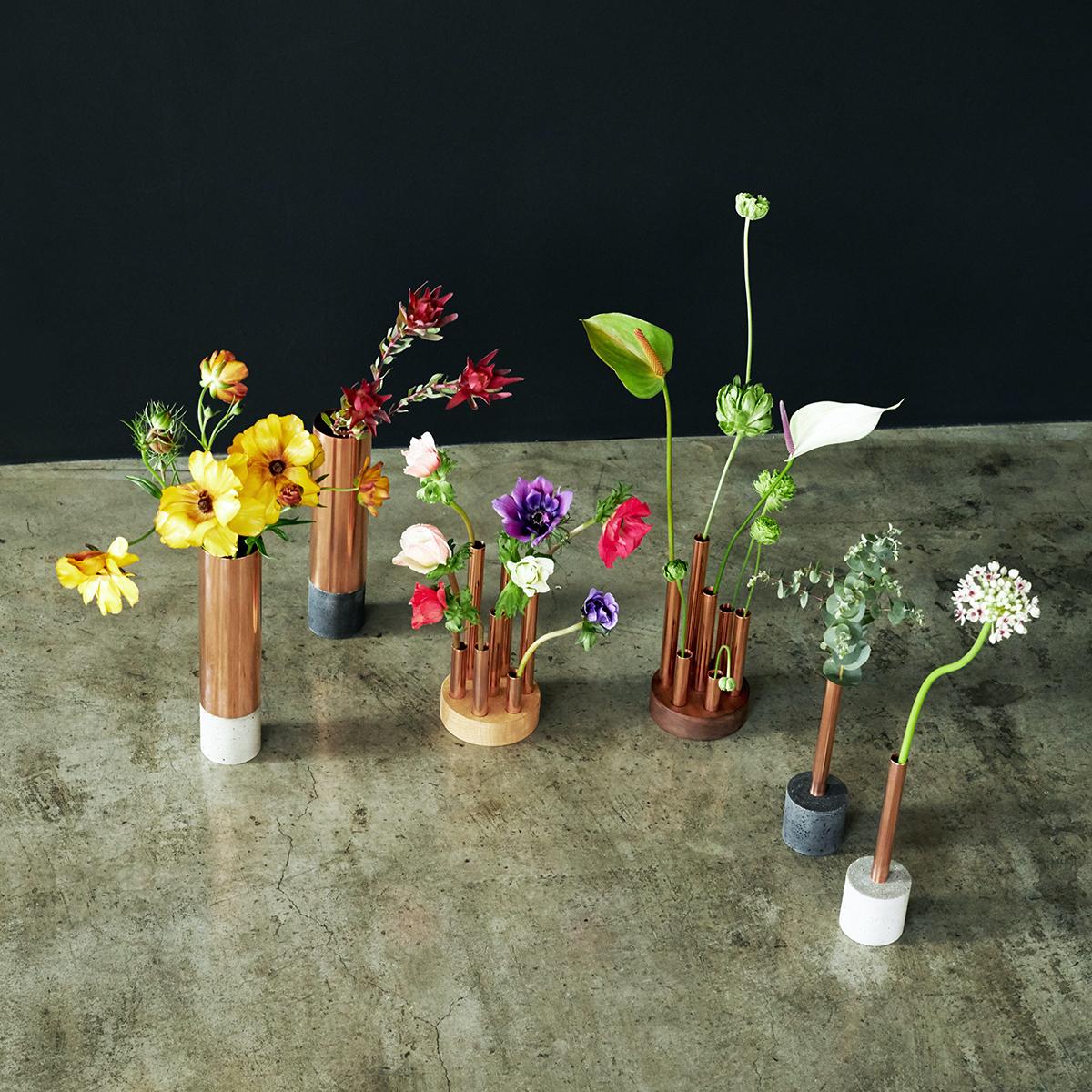 さまざまな個性を持つ植物そのものの美しさにフィットする包容力と、変化を楽しむしなやかさ。無造作に挿すだけで「絵」になる、銅管の一輪挿し・花瓶・フラワーベース|BULBOUS