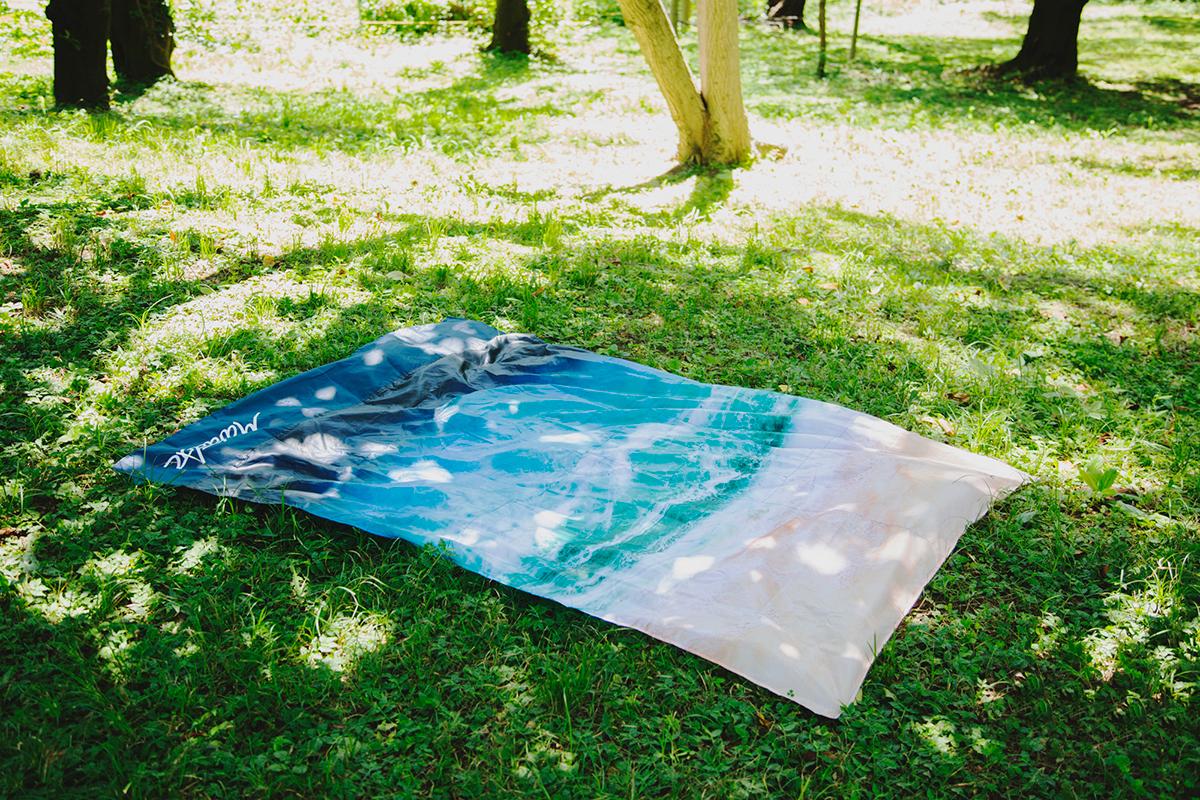 ハワイ在住のアーティストSarah Caudle(サラ・カ−ドル)氏によるデザインのレジャーシート「OCEAN」(夏限定) Matador POCKET BLANKET
