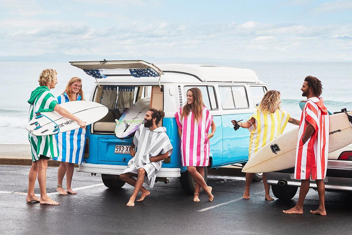 カラフルでおしゃれ、旅行はもちろん、家での普段使いにも。一年中活躍してくれるお洒落な「ポンチョ」(バスローブ、フード付きタオル)|DOCK & BAY