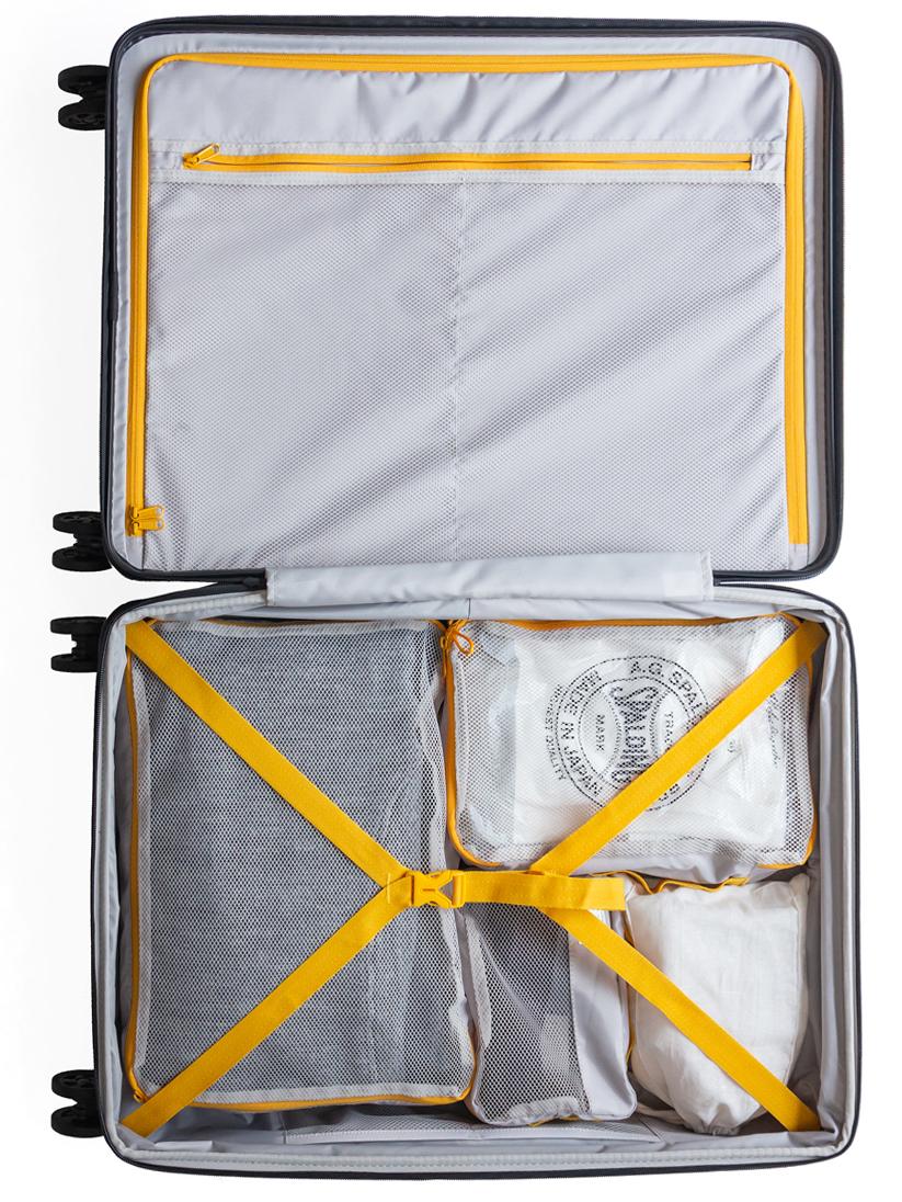 内部の仕切りは全面ファスナー仕様。デジタルツールの充電器や小物類を収納しても、スーツケースの開閉時に荷物がこぼれ落ちないスーツケースセット| RAWROW | R TRUNK LITE