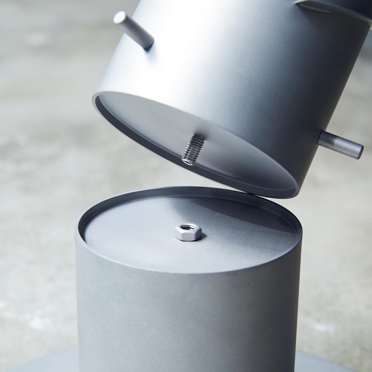 工具要らずで手軽なエレベーションを装着すれば、目線に近づくことで迫力もアップ。煙突効果で炎が廻りながら上昇!煙が出にくい安全燃料の「テーブルランタン&ガーデントーチ」|Hofats SPIN(ホーファッツ スピン)