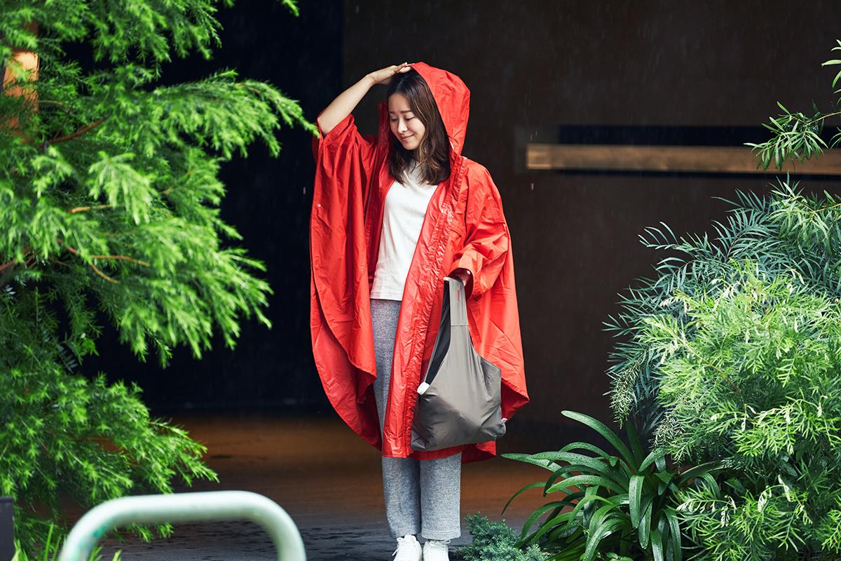 暑くなってきた時に、蒸れをすぐ逃がせて助かります。雨の日も両手フリー、濡れない、蒸れにくい「ポンチョ」|U-DAY PONCHO(ユーデイ ポンチョ)