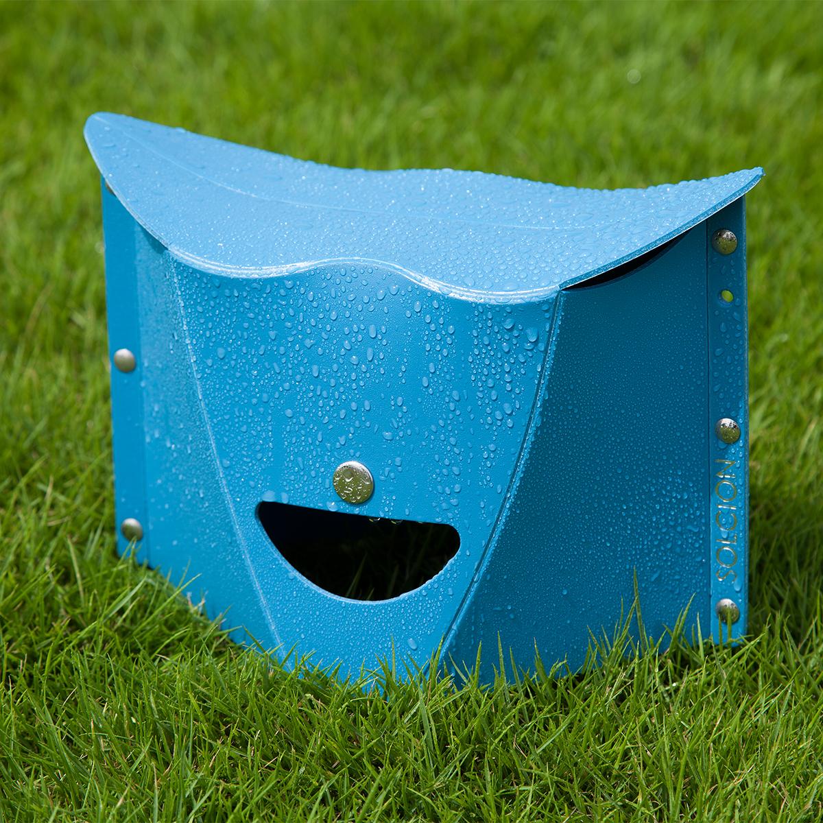 雨や雪の日でも気にせず使えて、汚れてもジャブジャブと洗って干せばOK!ガシガシ使える気軽な折りたたみ椅子|PATATTO