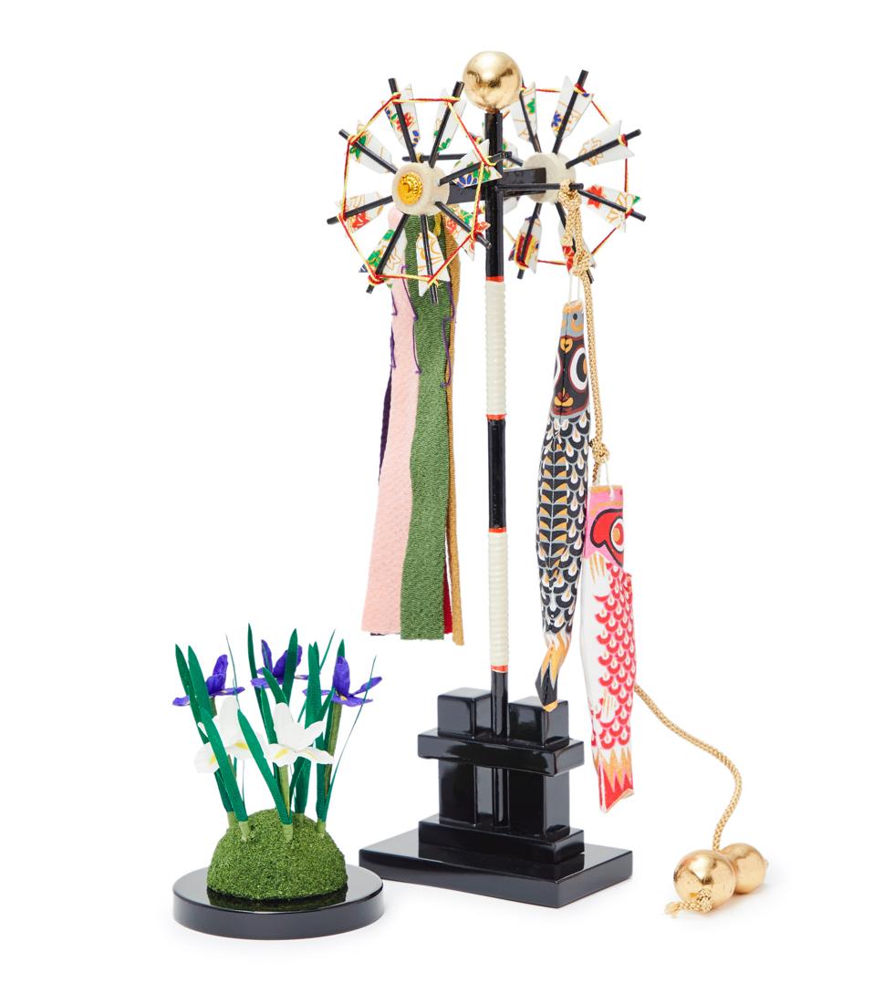 蒲、矢車、天球、鯉のぼり、ひょうたんの脇飾り付き|6つの日本伝統工芸をコンパクトにした、木目込の「プレミアム兜飾り」| 宝輝 | 柿沼人形