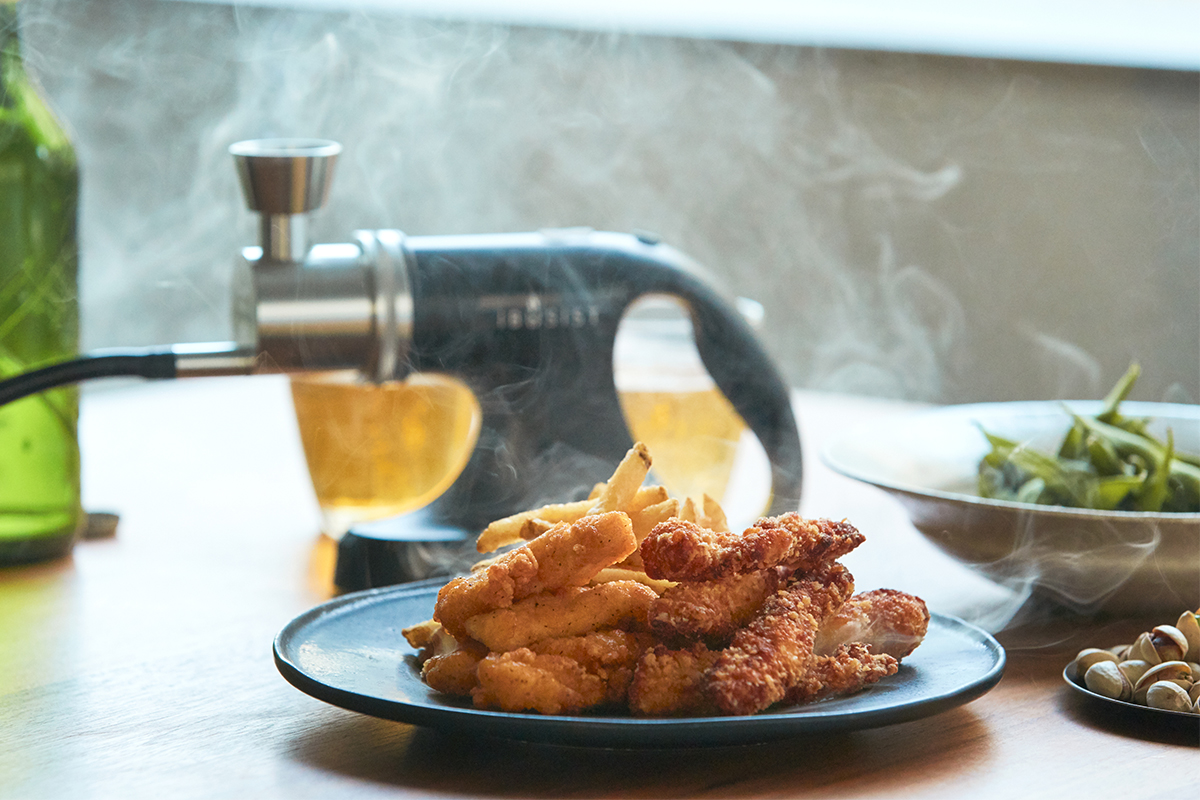 鶏の唐揚げやフライドポテトなどの揚げ物にも。どんな食材にも燻製との相性を見つけ出せる楽しさ。誰でも手軽にできて、感動的に変化する「燻製器」IBSIST(イブシスト)