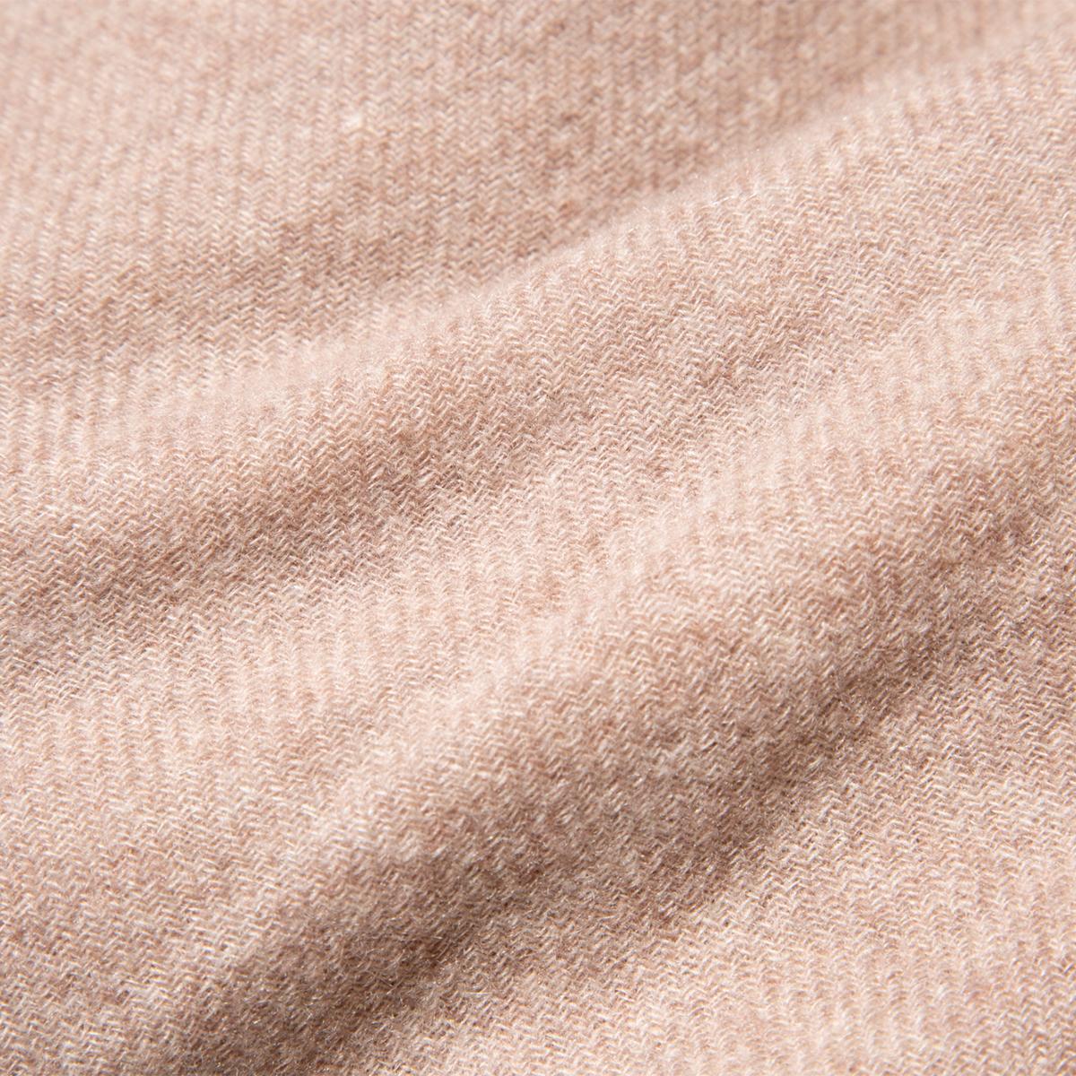 薄くて軽いのに暖かい(温かい)。たっぷり空気を含んだ、フワッフワの『curumカシミヤストール』。超大判カシミアストール|ADOS(エイドス)curum