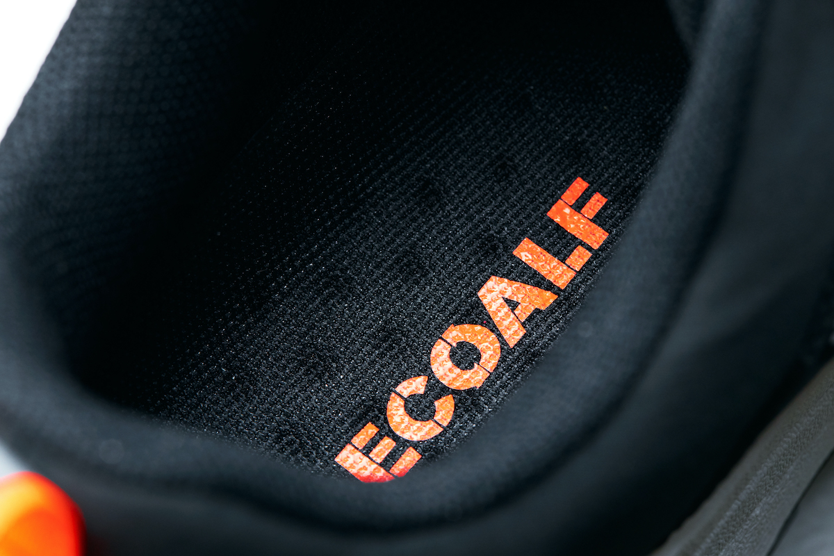 有孔パッド層とメッシュ素材の掛け合わせにより、通気性と耐衝撃性に優れたインソールも快適です。海底から救い出されたゴミが、繊維に生まれ変わる!再生素材を使った、これからの「サステナブルスニーカー」|ECOALF