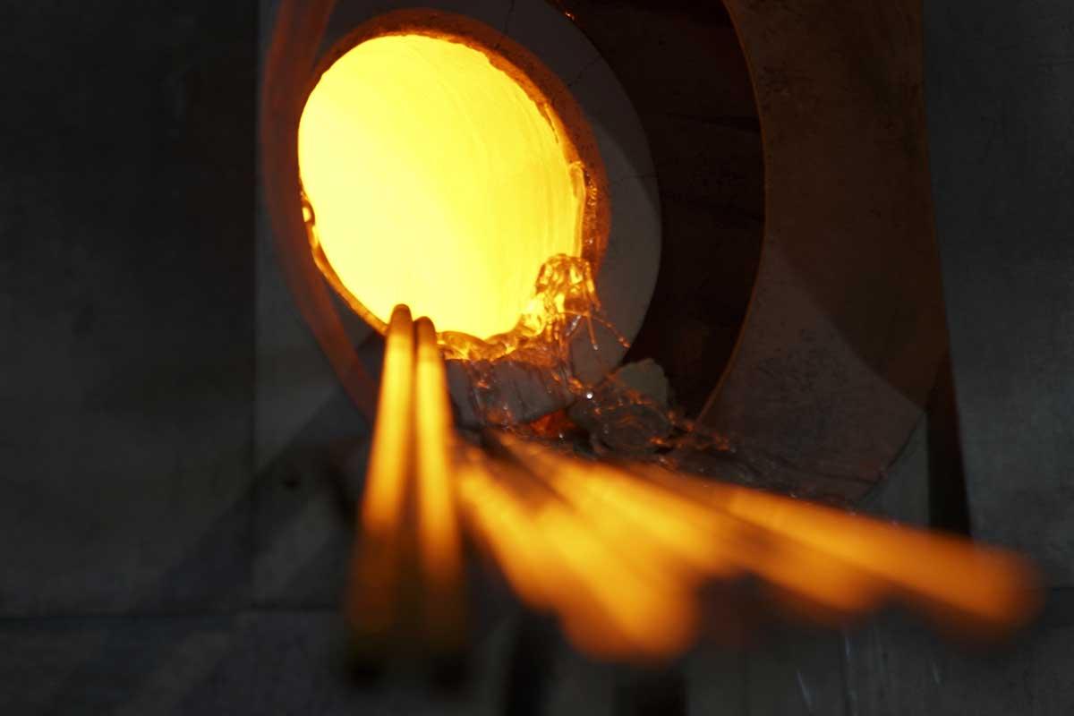 1400℃のガラスに、職人の息を吹き込む。持ちやすさ、使いやすさ抜群。丸みとくびれのあるお洒落なデザイン|双円(そうえん)のグラス
