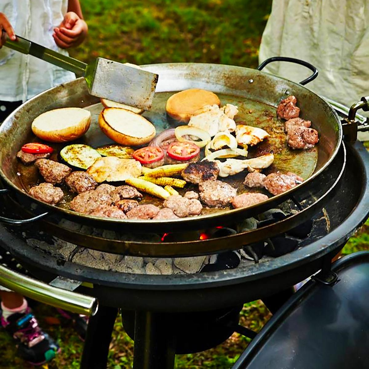 家族や友人と会話を楽しみながら、本格炭火料理を味わえる「BBQグリル」|SWINGGRILL