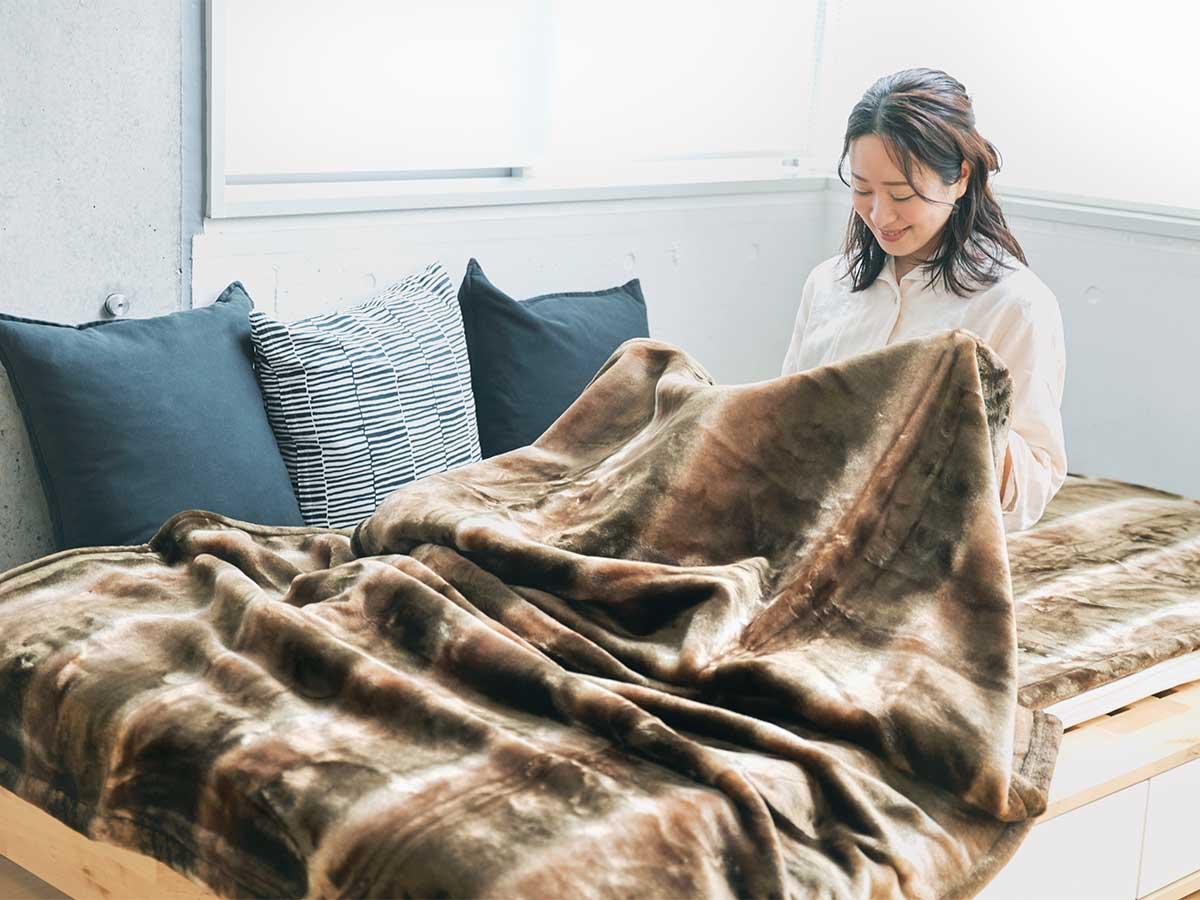 寝ている間に、体から出る水分(汗)を吸っては、おだやかな熱に変えてくれるので、一晩中ホッカホカ。暖かさはもう当たり前、軽さとなめらかさも実現した「毛布」|CALDONIDO NOTTEⅡ(カルドニード ノッテ)
