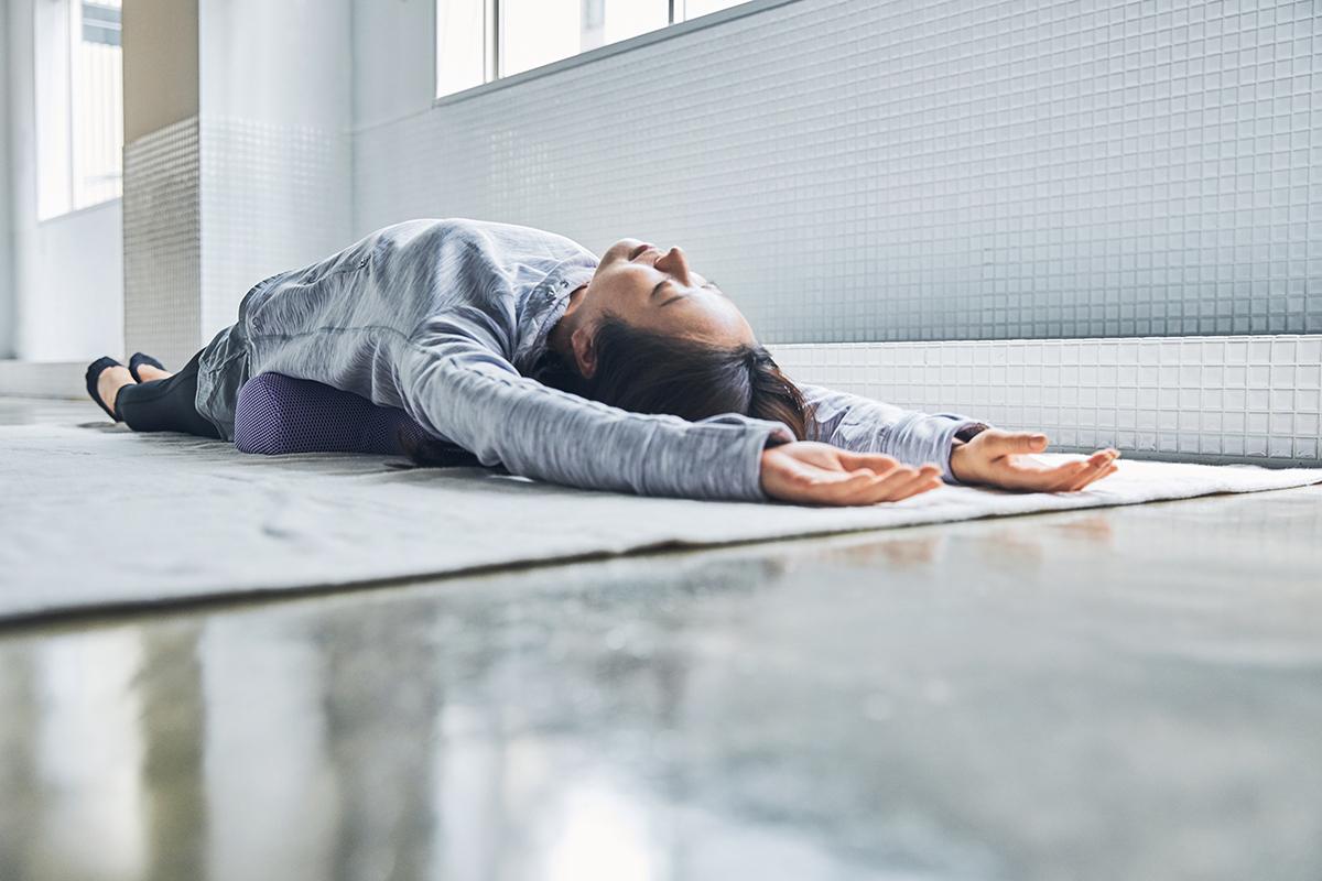 お家で簡単にサロンレベルのストレッチができる。予約殺到「ソリデンテ南青山」サロンの技を自宅で体感できる「ストレッチ枕」|ミオドレ式寝るだけストレッチ枕