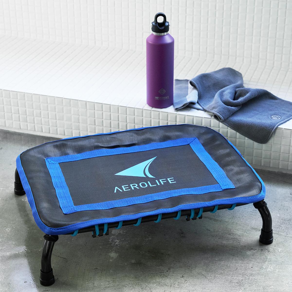 『AEROLIFE(エアロライフ)』は、組立ていらず。届いたら、すぐトレーニングを始められるところも、うれしいポイントです。小ぶりサイズなので、使わない時は、部屋の隅に置いておけば、ジャマになりません。ミニサイズのトランポリン「ミニジャンパー」|AEROLIFE(エアロライフ)