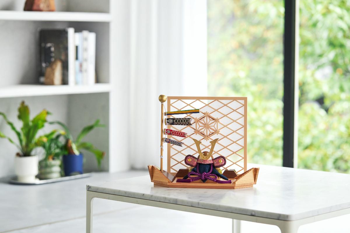 スペースの関係で大きな五月人形は飾れない、でも本物を追求したい、という方におすすめしたい「平飾り」|子供の日に男の子に。日本伝統工芸をコンパクトモダンにした、江戸木目込のプレミアム「鎧飾り」「兜飾り」|柿沼人形