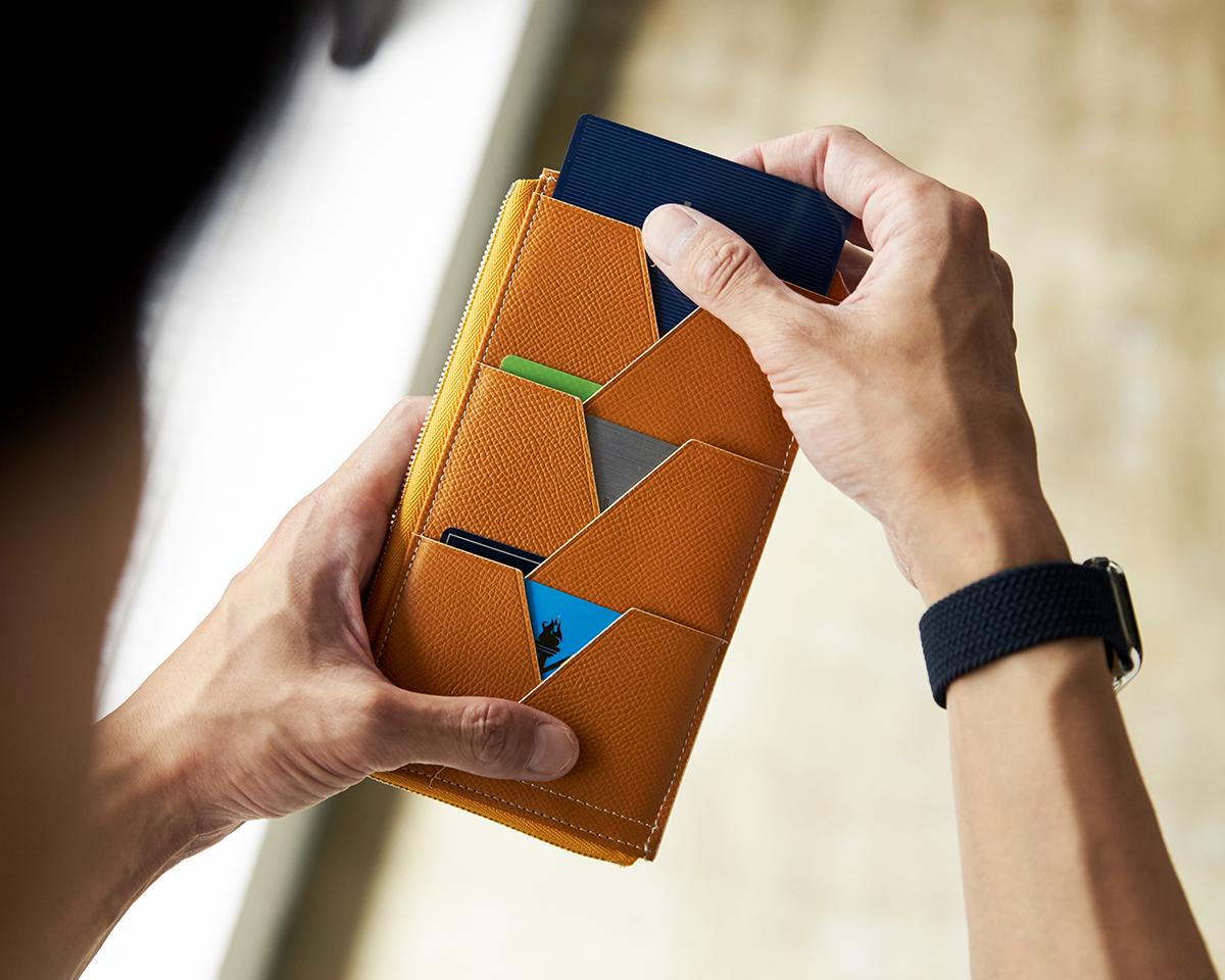カードポケットを見える化した設計。無理なくミニマムを極めた、「薄い財布」の傑作(長財布、二つ折り財布、パスケース、カードホルダー) ALBERTE