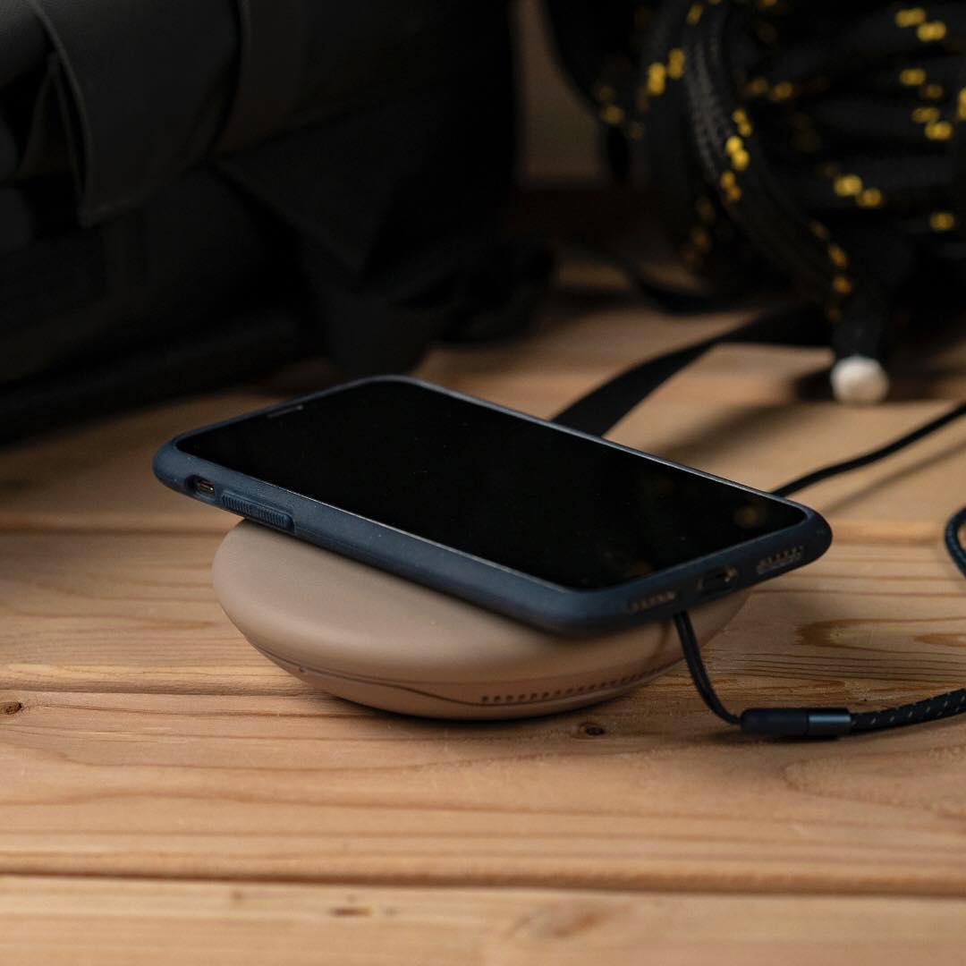 ケースを装着したまま、ワイヤレス充電器の使用やApple Pay、モバイルSuicaの利用も可能です。だから、通勤、ショッピング、充電もいつも通りでOK!スマホケース・カバー|LANDER MOAB CASE(ランダー)