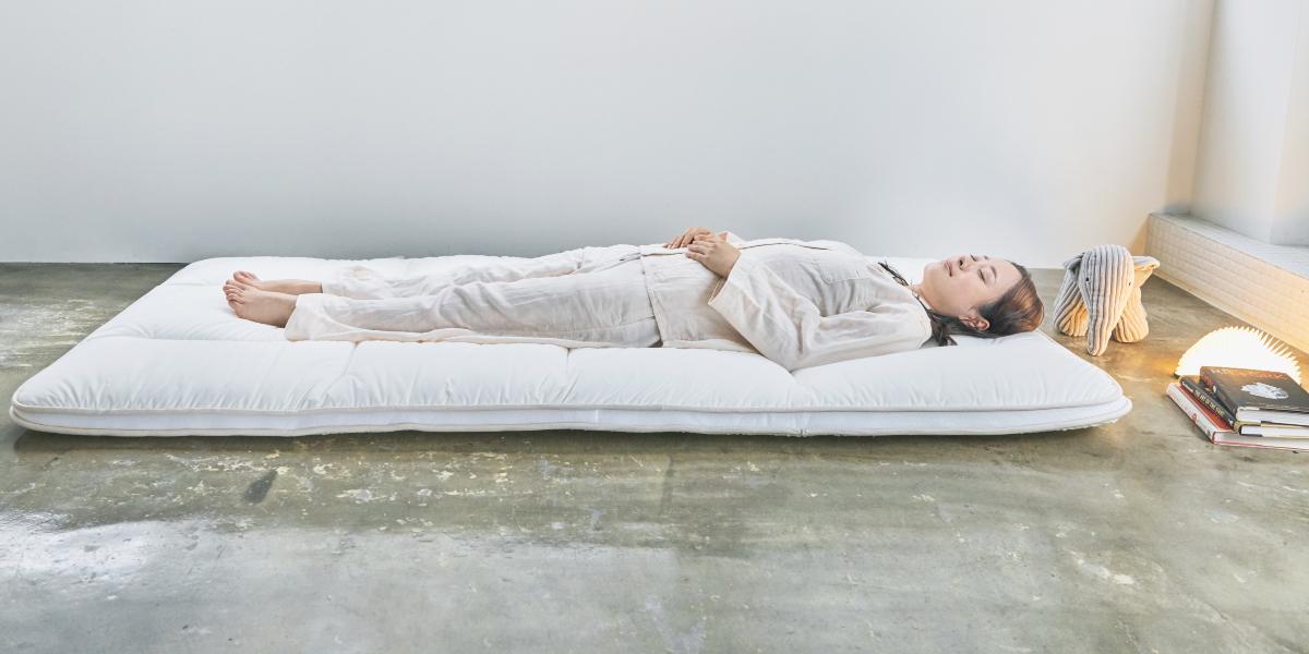 正しい寝姿勢をキープしてくれるから腰痛や肩こりを軽減|整形外科医銅冶英雄(どうや・ひでお)先生が考案した、硬柔2層構造が、体のカーブを正しくキープしてくれる折りたたみ型の腰痛対策マットレス・ベッドパット|ドウヤメソッド