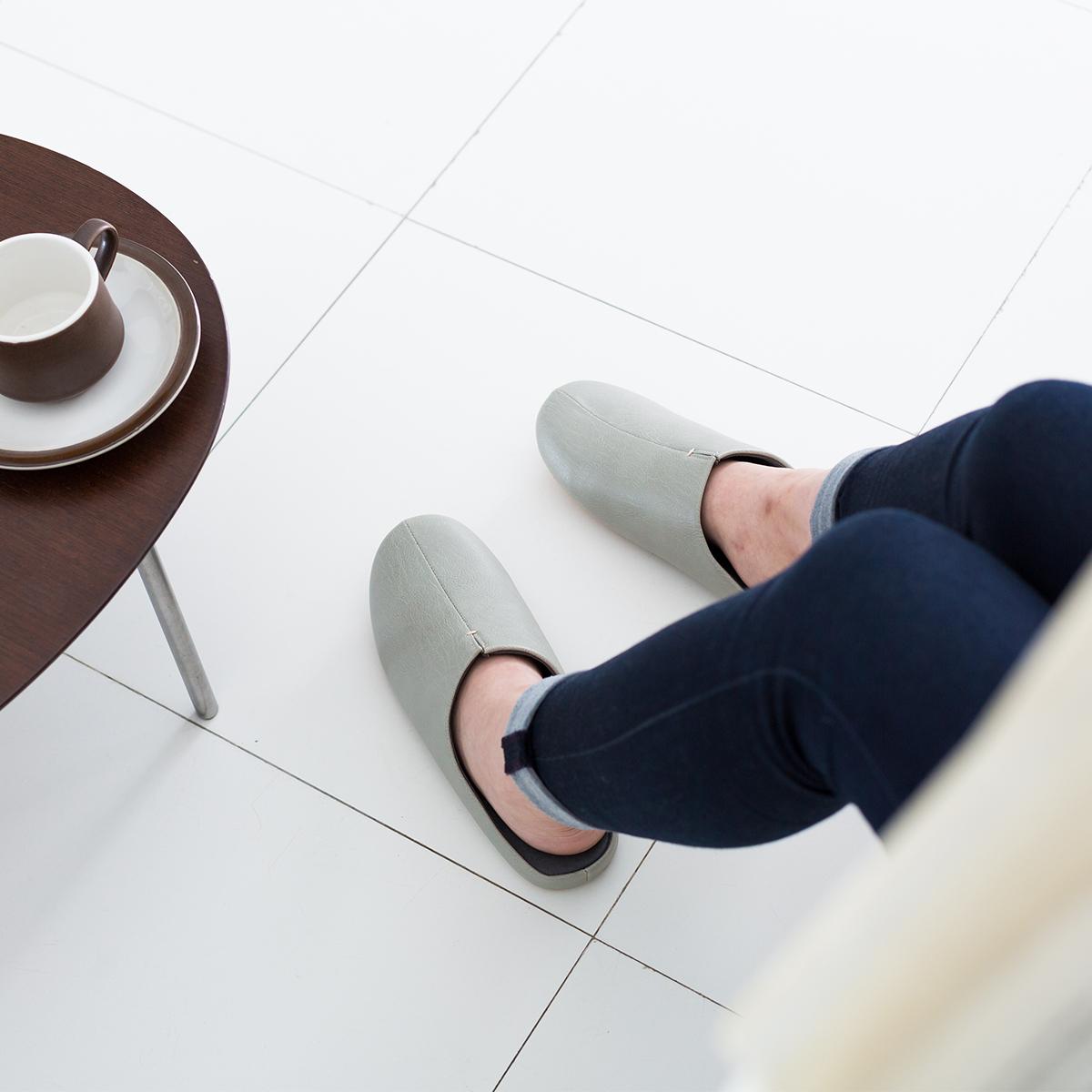 足に気持ちよくフィットする、職人が靴の製法でつくった「スリッパ」|room's