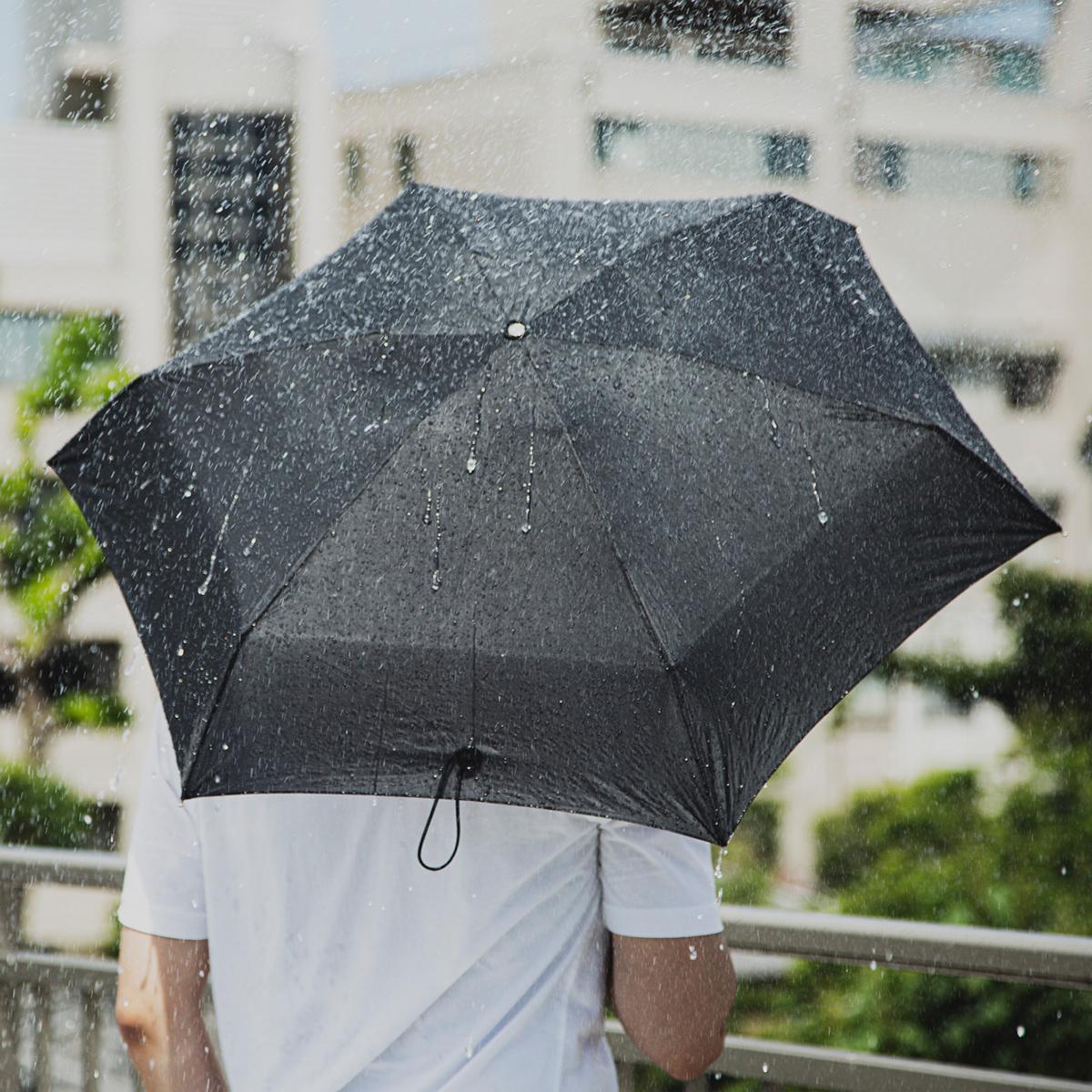 ただ小さいだけではない、心軽やかにする実用性と安心して使える構造。雨の日だけではなく、晴れの日の人と傘との関係を考え続けた設計は、長年培った技術によって実現した「マイクロ傘」|スギタ