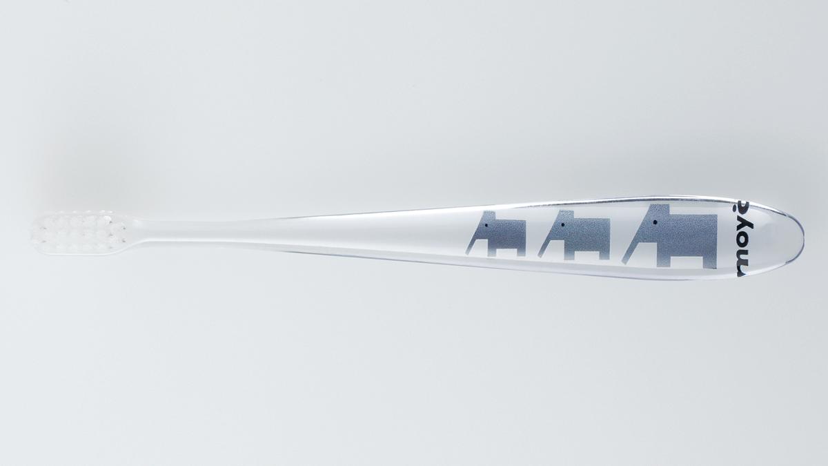 奥歯の奥までラクに届く、歯科医が設計した、おしゃれな歯ブラシ|MOYÖ