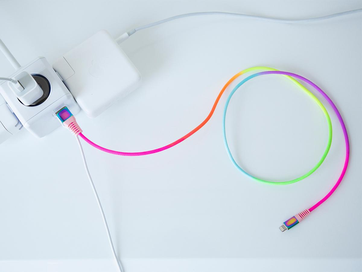 断線しにくく丈夫、ひと目でわかる存在感の「Lightning USBケーブル」| addip