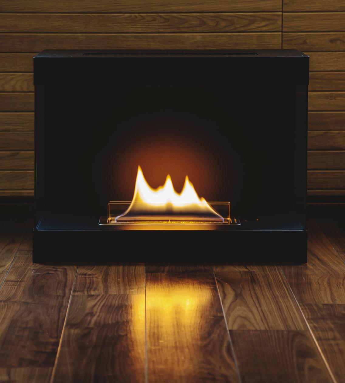 使い方も手入れもカンタン。安全な専用燃料で片づけいらず、ニオイも煙も出ないから、家のどこにでも置けるバイオエタノール燃料を使った「暖炉」|LOVINFLAME VENTFREE