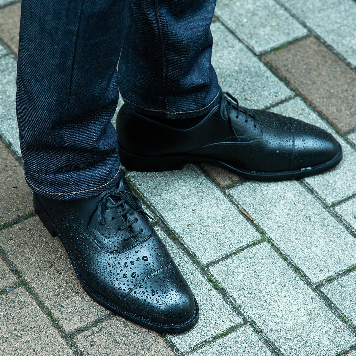 >面倒なお手入れが要らない、雨水が染み込まない、継ぎ目なしの防水構造!まるで革靴のような気品漂う「レインシューズ」|三陽山長