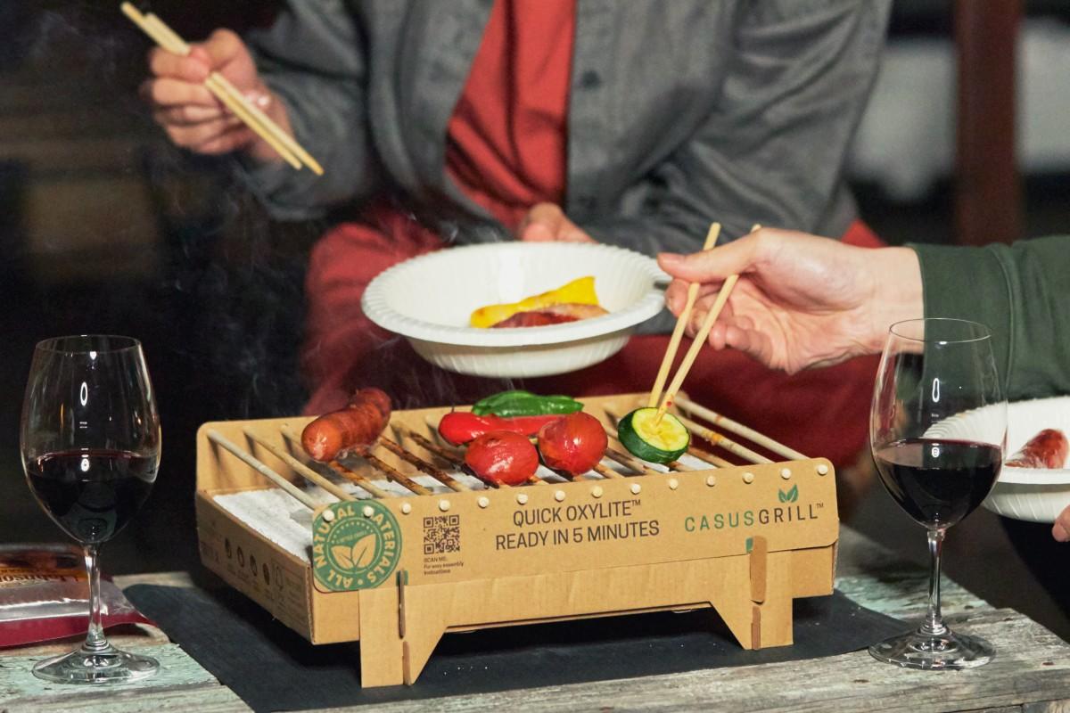 キャンプや登山、海へ。バーベキュー用の肉や野菜はもちろん、分厚いステーキやスキレット料理も楽しめます|ベランダや卓上で焼ける、全て天然素材でできたコンパクトなインスタントグリル。CASUS社のCraft Grill(クラフトグリル)